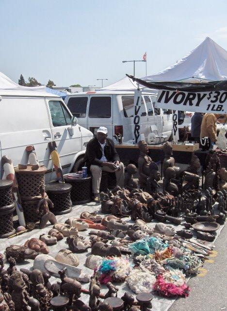 Les marches aux puces long beach antique flea market for Long beach antique market