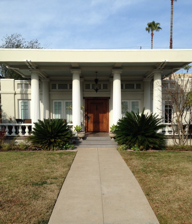 hollywood regency plopped into the middle of arts & crafts--perfection!